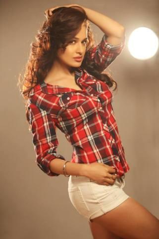 yuvika-chaudhary-cute-photos