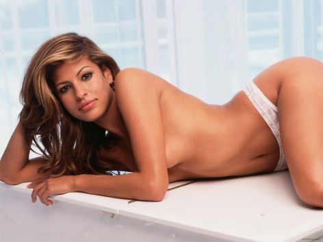 eva-mendes-hot-on-actressbrasize