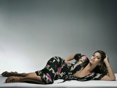 eva-mendes-sexy-hot-alone-sleeping-wallpaper
