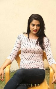sakshi-chaudhary-new-stills-at-james-bond-press-meet-02
