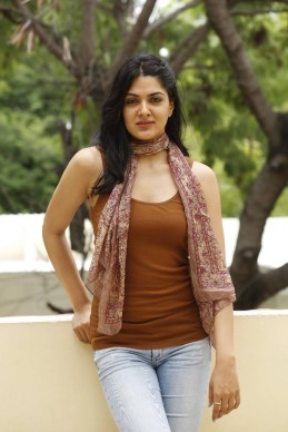 sakshi-chaudhary-stills-at-james-bond-press-meet-34