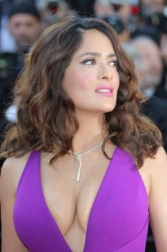 salma_hayek_cannes_film_festival_cleavage_guzdobir