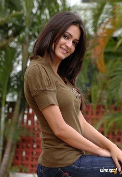 kriti-kharbanda-actress-new-stills-_12_