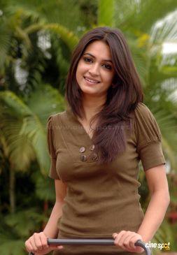kriti-kharbanda-actress-new-stills-_3_