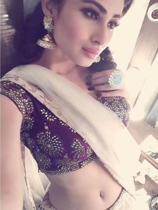 Mouni Roy Hot in Saree @ ActHost.Blogspot.com