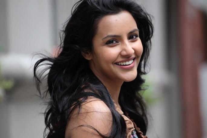 actress-priya-anand