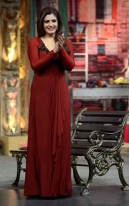 Raveena-Tandon-Hot-Look-In-Short-Cloths-1