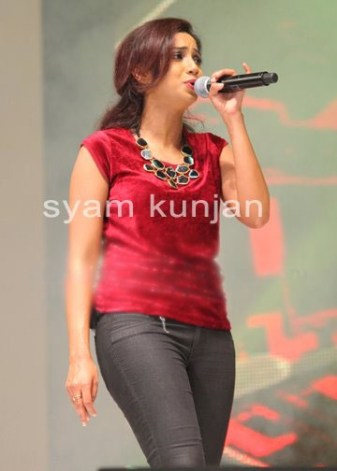 Shreya ghoshal in red top & tight black jeans at singing night event sabhotcom (3)