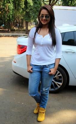 Sonakshi Sinha Latestl Pics in White T-Shirt (4)