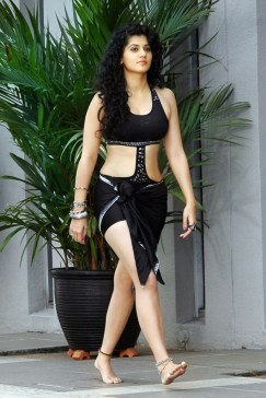 Tapsee-Hot-Navel-Images-11