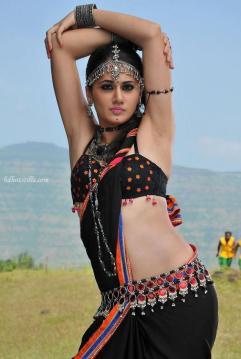 tapsee-hot-saree-navel-photos