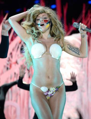 lady-gaga-sported-a-shell-bikini-for-her-vmas-performance-all-people-photo-u1