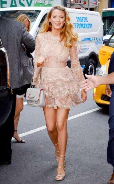 rs_634x1024-160620110523-634.Blake-Lively-Peachy-Blush-Lace-Dress.jl.062016