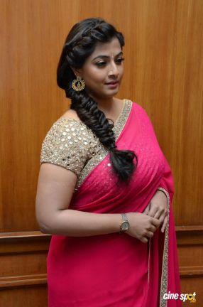 Varalaxmi Sarathkumar at Madha Gaja Raja Audio Launch _24_
