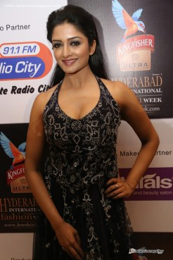 Vimala-Raman--at-Kingfisher-Ultra-Hyderabad-International-Fashion-Week-(2)2223