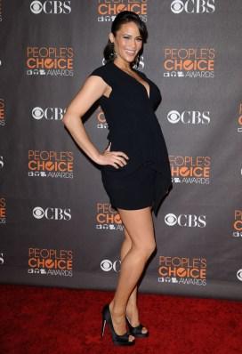 paula-patton-pregnant-peoples-choice-awards-1-960x1407