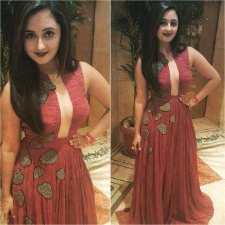 Rashmi Desai Hot Photoshoot shows her clevage