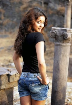 Tanushree Dutta Hot Cute Spicy Images Stills Photoshoot Pictures Wallpapers Gallery Saree Navel Cleavage Boobs Exposing Desi Actress Heroin Telugu Tamil 5