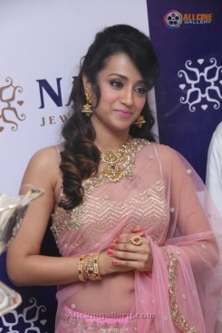 Trisha-Krishnan-New-Images-At-Perambur-NAC-Jewellers-Launch-03