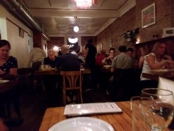 モントリオールの人気中東料理レストラン「KAZAMAZA(カザマザ)」