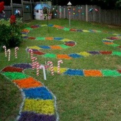 One family's brilliant backyard candy land course from princesspinkygirl.com