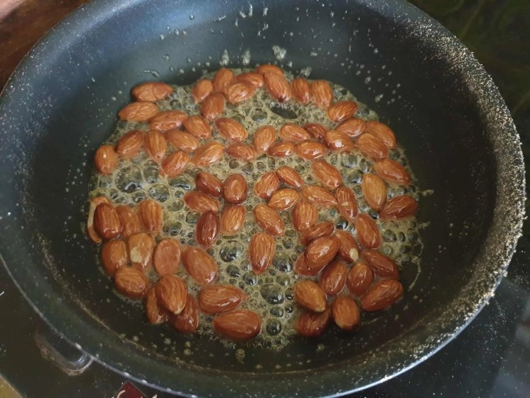 Caramelized Almonds in Honey