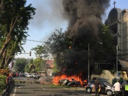 Two suicide bombers blow themselves up at Indonesian police HQ