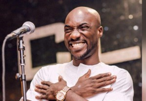 Kwabena Kwabena signs a 2-year deal with Loggy entertainment