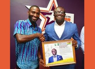 Bola Ray receives Most Influential Entertainment Personality award