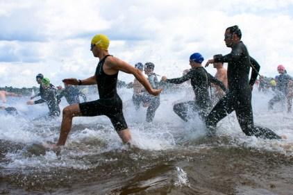 Triathlon Schwimmstart von Land