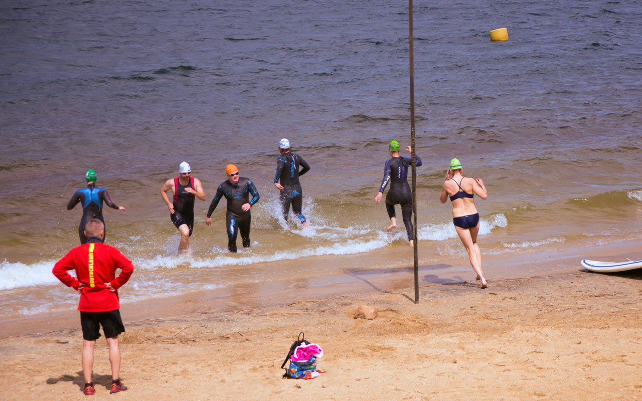 Freiwasserschwimmen im Triathlon Training
