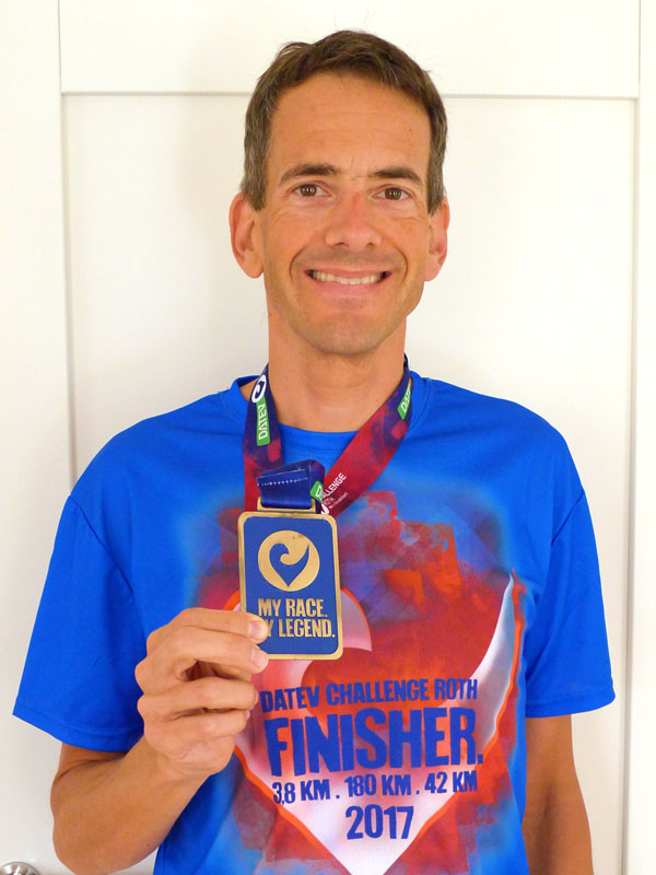 Michael mit Challenge Roth Medaille