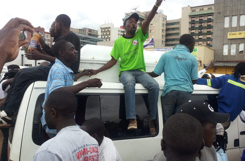 Pirate Kombis Openly Flood Harare CBD