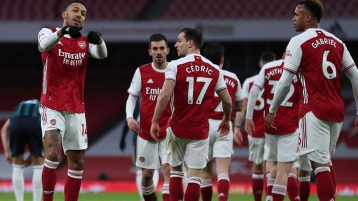 Shacky Arsenal Cruise Past Sloppy Leeds as Man United Settle for a Draw