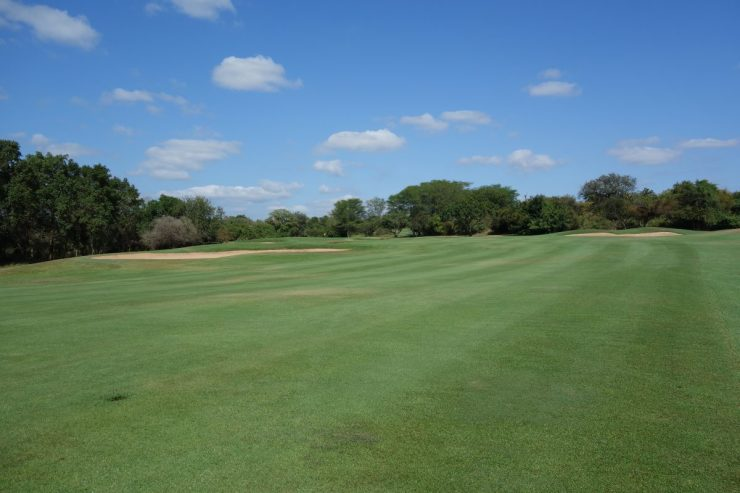 hole 1 at Leopard Creek