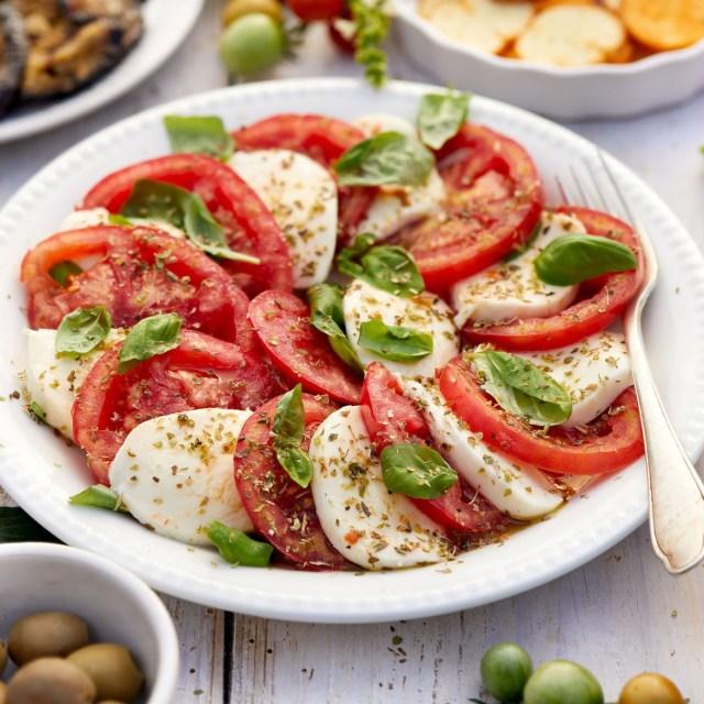 салат Капрезе - классика итальянской кухни