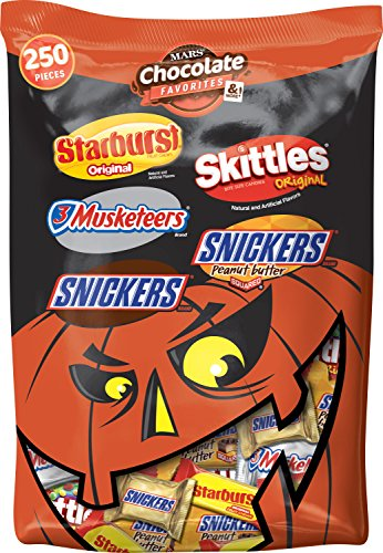 Mars Chocolate and Sugar Halloween Candy Variety Mix (Starburst, 3 Musketeers, Snickers, and Skittles), 250 Pieces