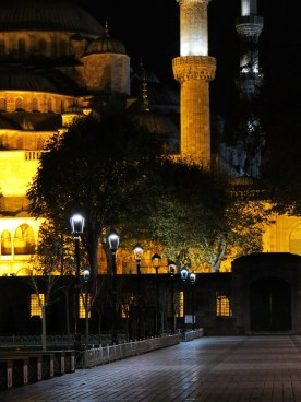 blue-mosque-by-night