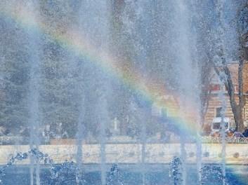 fountain-rainbow
