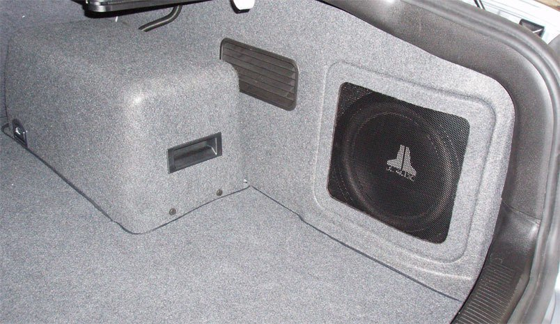 subwoofer-in-car