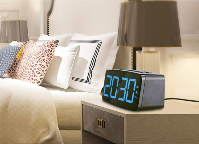 PINGKO Digital Alarm Clock