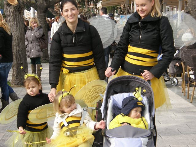 Makarska Mums and their little buzzing bees...