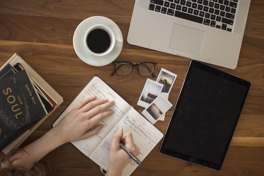 Scholarship Essay Outline: Guide & Sample