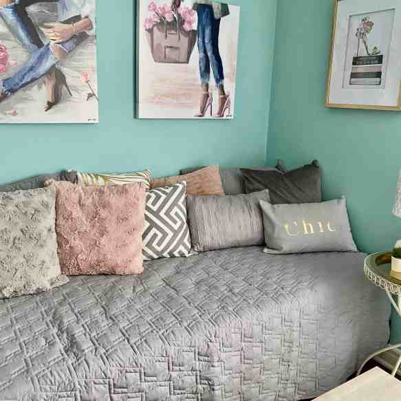 Transform any bed to a day-bed