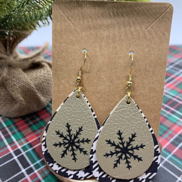 diy snowflake earrings made with black and white houndstooth faux leather and double sided gold faux leather