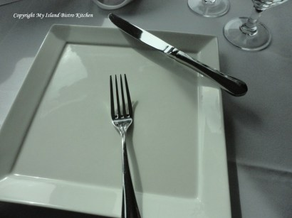 American Style for Cutlery Position During Brief Pause in Eating