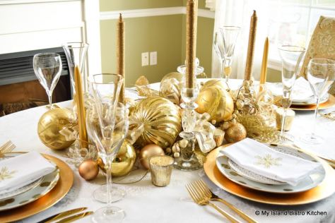 Gold-colored Christmas Tablesetting