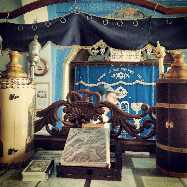 Inside the Josef Caro Synagogue