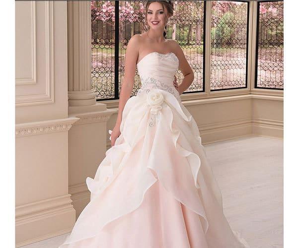 abiti da sposa colorati rosa