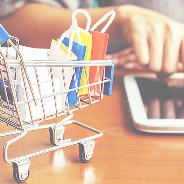 timeless design fc0c4 698ec Su quali siti acquistare abbigliamento online nel 2019 ...